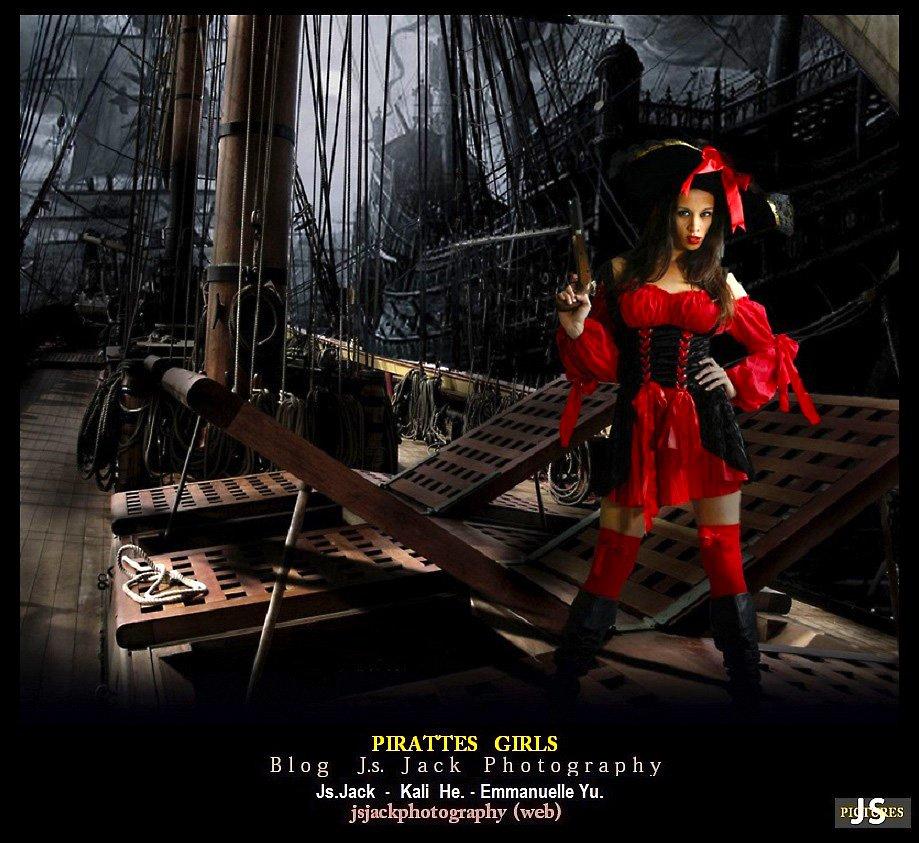 Pirates Girls 002