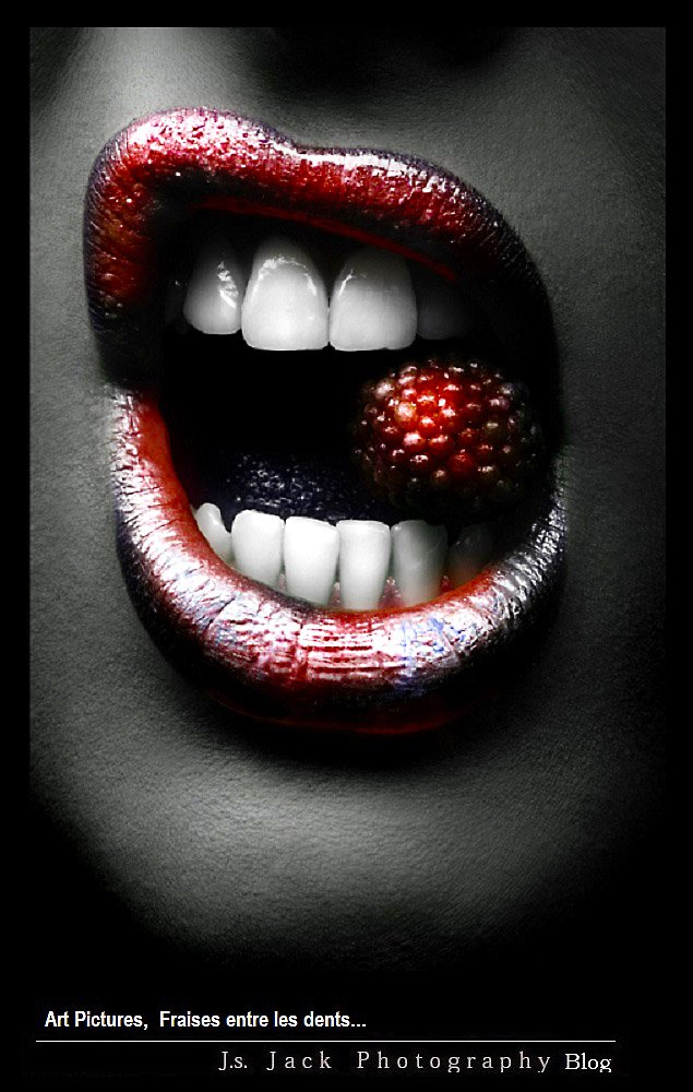Art Pictures Fraises entre les dents